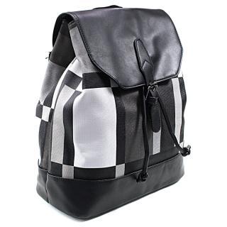 Černý netradiční batoh Zaria