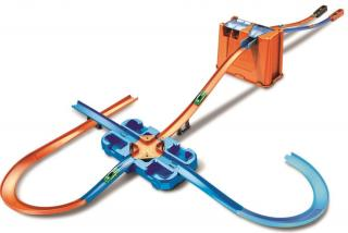 Hot Wheels Track builder box plný triků