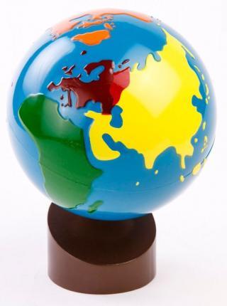 Montessori pomůcky Glóbus – barevné kontinenty - rozbaleno