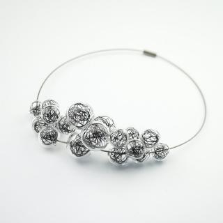 Skleněný černý náhrdelník Ko-ra-le Wired Foam