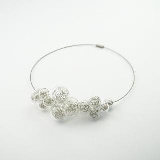 Skleněný náhrdelník ve stříbrné barvě Ko-ra-le Wired Foam