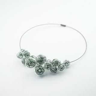Skleněný zelený náhrdelník Ko-ra-le Wired Foam