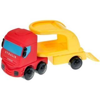 Tahač IVECO s modrým autem